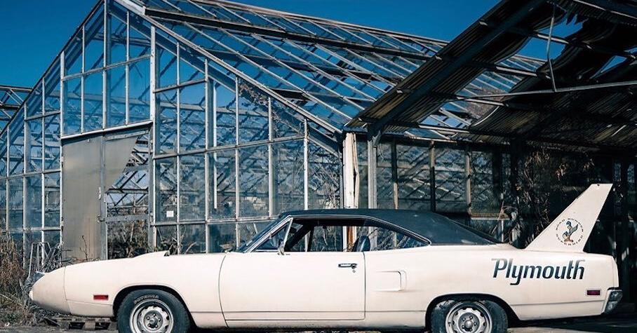 На продажу выставили редкий Plymouth для кольцевых гонок