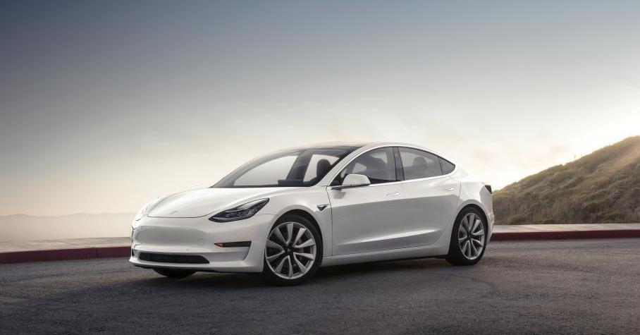 Tesla на автопилоте 110км час врезалась  грузовик Видео